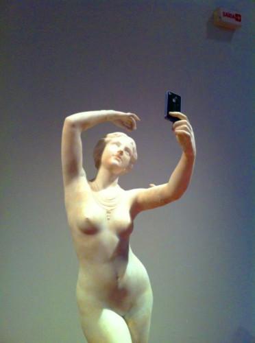 statue-selfie