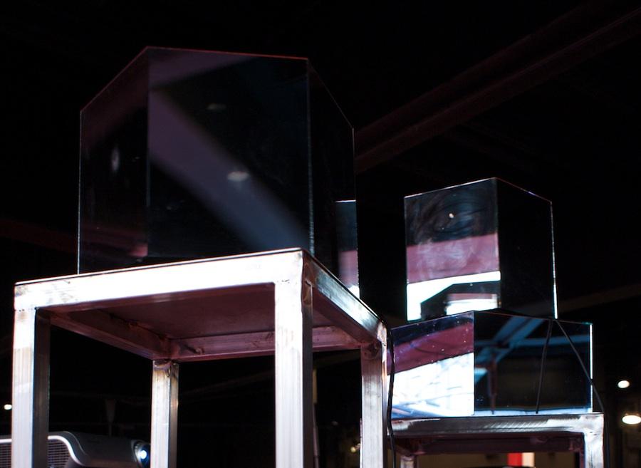 Run to the space-2010-Prismi specchianti motorizzati, videoproiettori, audio-Museo MACRO-5