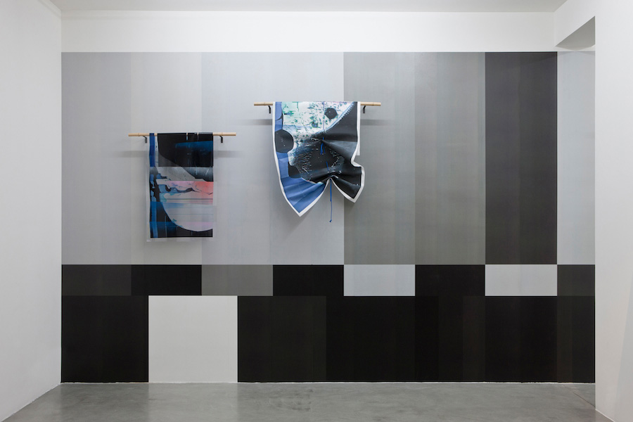 08_Broken-Display-installation-view-s