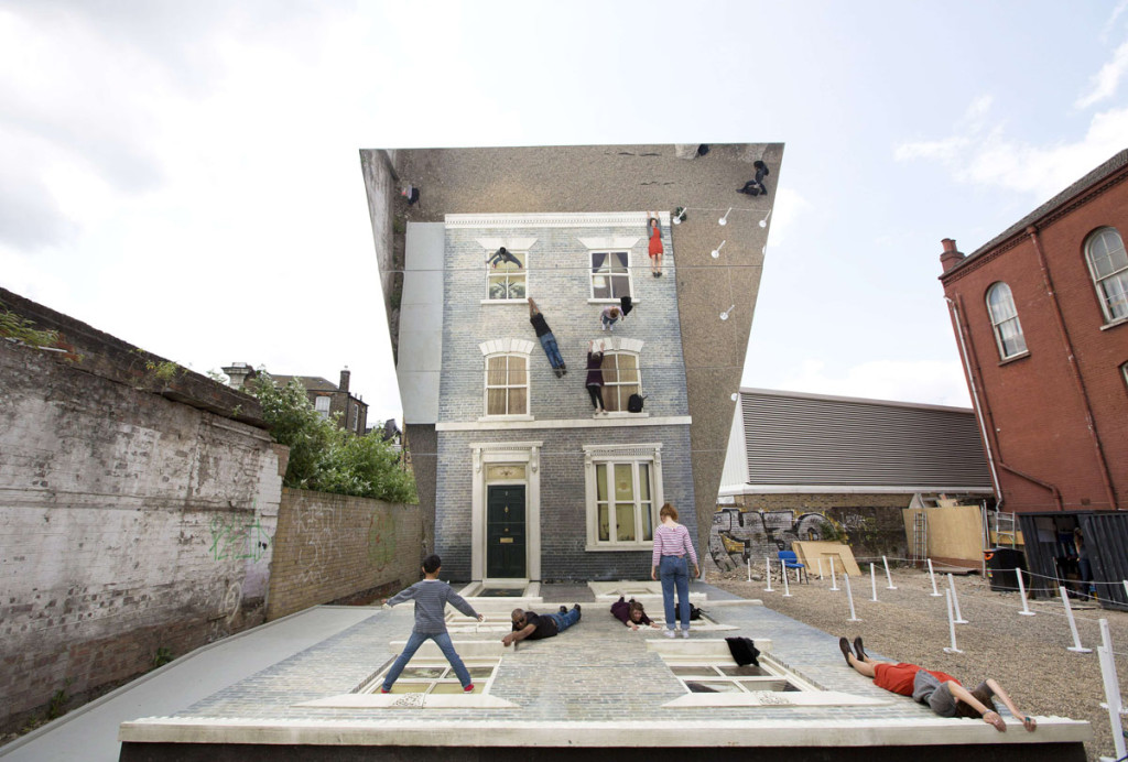 BRITAIN-ART-HOUSE-MIRRORS