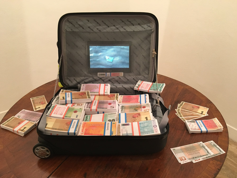 Gustavo_Romano_The_Time_Transfer_Suitcase_Time_Notes_Bank_Project