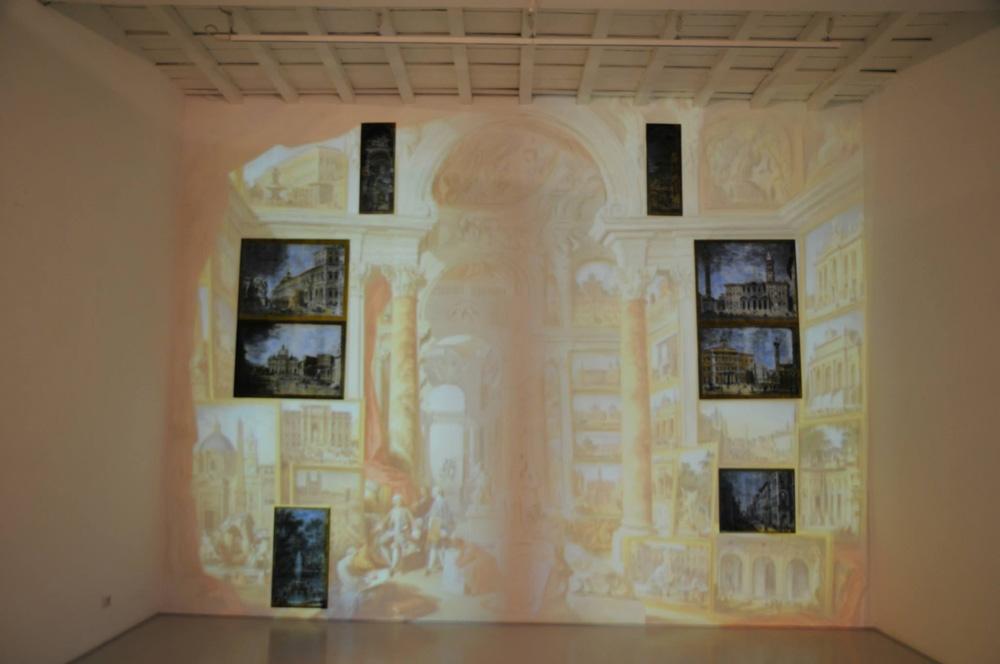 2013 Andrea Aquilanti, Vedute di Roma Moderna, Galleria De Crescenzo e Viesti (RM), video-proiezione su muro con inserti dipinti,  dimensioni ambientali