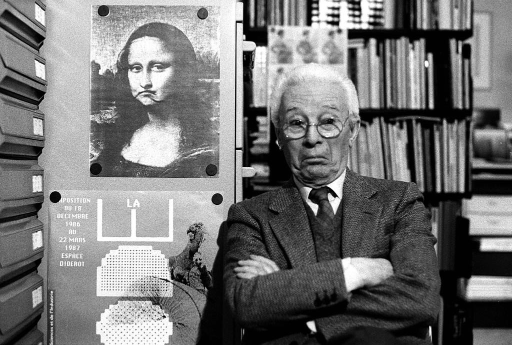Atto, Bruno Munari nel suo studio, Milano, 1988 © Isisuf. Istituto internazionale di studi sul Futurismo